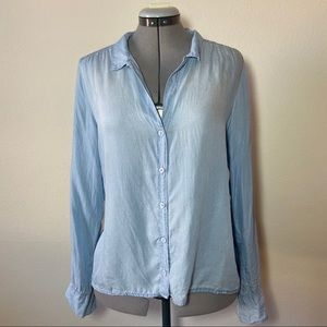 Cloth & Stone cross back chambray button down top